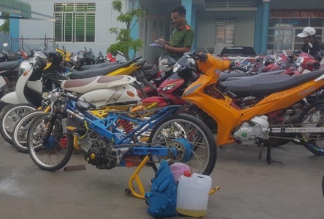hau giang chan bat 140 quai xe dua xe trai phep