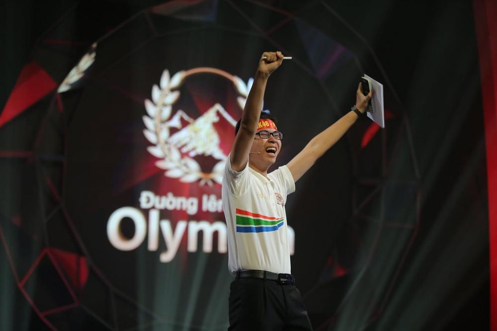 chung ket duong len dinh olympia 2019 voi 4 phan thi gay can cua quan quan tran the trung
