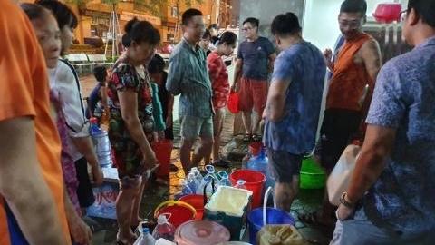nuoc sach nhiem dau thai truong hoc phai chuyen sang dung nuoc binh