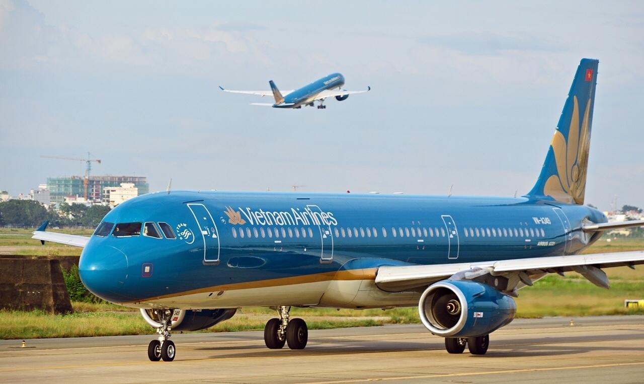 hang loat may bay vietnam airlines rach lop sau khi ha canh
