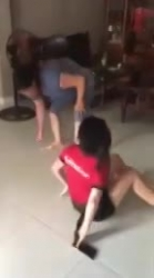Clip: Mẹ chồng và con dâu đánh nhau khiến dân mạng ngao ngán