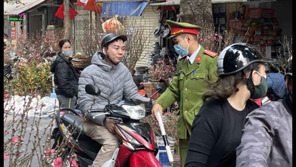 Chủ tịch Hà Nội yêu cầu người dân hạn chế di chuyển trong dịp Tết