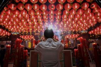 Người dân Châu Á đón Tết Tân Sửu 2021 trong trầm lắng vì dịch COVID-19