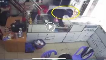 Trộm điện thoại bất thành, thanh niên bị cả xóm vây bắt