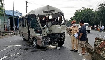 Ô tô gây tai nạn thương tâm vì không làm chủ tốc độ