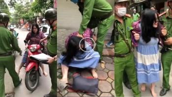 Người phụ nữ không đội mũ bảo hiểm, la hét, chửi bới và cắn cảnh sát