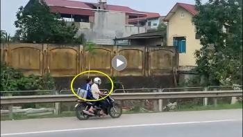Đôi nam nữ đi ngược chiều trên cao tốc khiến hàng loạt ô tô ngao ngán