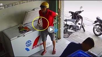 Thanh niên 'bẽ mặt' khi bị bắt quả tang trộm đồ