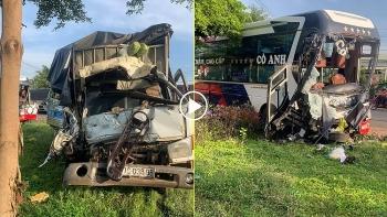 Xe khách va chạm xe tải, nhiều người thương vong