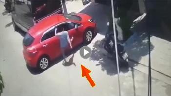 Suýt va chạm, người đàn ông bức xúc lao vào đánh nữ tài xế