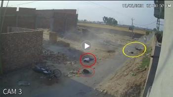 Kinh hoàng khoảng khắc 2 xe máy đâm nhau khiến 3 người thương vong
