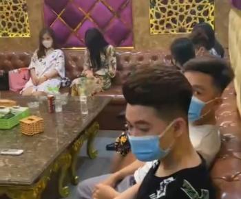 Bất chấp lệnh cấm, nhà hàng Itaewon vẫn tổ chức cho khách hát karaoke giữa mùa dịch