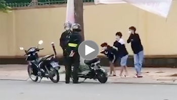 Đi xe đạp điện vi phạm giao thông, 3 em học sinh bị CSCĐ phạt 'yêu'