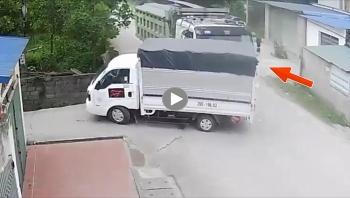 Thiếu quan sát, xe ben đâm ngang thân ô tô tải