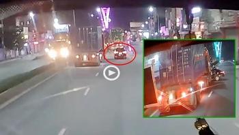 Container lấn làn đâm xe con xoay ngang đường