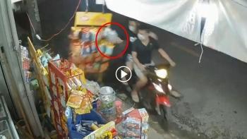 Chủ cửa hàng ngán ngẩm khi bị 2 thanh niên trộm cả dây bim bim