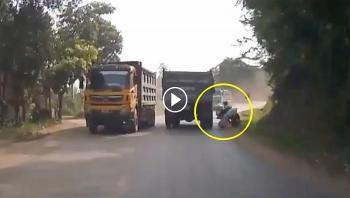 Đánh lái thiếu quan sát, ô tô tải gây họa cho người đi xe máy