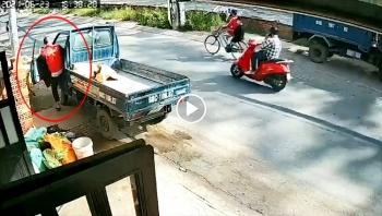 Đánh xe tải đỗ giữa đường gây cản trở giao thông