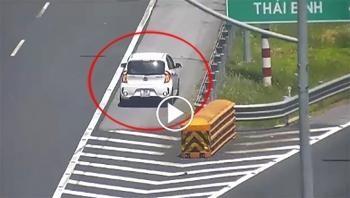 Đi quá lối rẽ, tài xế cho xe lùi trên cao tốc Hà Nội - Hải Phòng