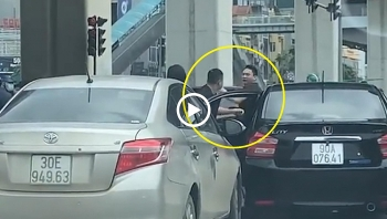 Hai tài xế lao vào 'so găng' sau va chạm giao thông