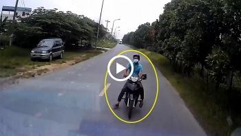 Lấn làn khi ôm cua, người đàn ông đi xe máy đâm thẳng vào đầu ô tô