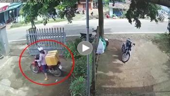 Chở hàng nặng thiếu quan sát, người phụ nữ gây 'họa' cho xe khác