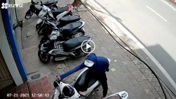 Trộm dùng chân phá khóa 'như chớp', cuỗm chiếc Honda SH đời mới