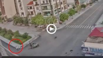 Xe nâng tông người đi bộ tử vong tại ngã tư