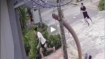 Bốn thanh niên không đeo khẩu trang chạy toán loạn khi thấy công an
