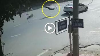 Ô tô phóng nhanh qua ngã tư húc văng người đàn ông đi xe đạp