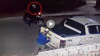 Hai tên trộm liều lĩnh cậy logo khi tài xế đang ngủ trên xe