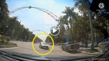 Nghi vấn tài xế ô tô ngủ gật tông đuôi xe bán tải đang đỗ bên đường