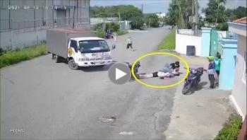 Va chạm với xe tải, nam thanh niên gặp nạn