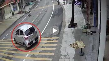 """Nữ tài xế quên kéo phanh tay khiến ô tô """"trượt dốc"""", náo loạn cả khu phố"""