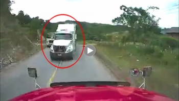 Container phanh cháy đường vì lấn làn, vượt ẩu suýt gây tai nạn cho xe đối diện
