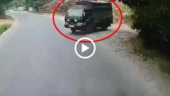 Lao ra từ đường nhỏ, xe tải gây tai nạn cho xe di chuyển trên đường lớn
