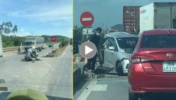 Dừng lại để sang đường, ô tô con dính tai nạn 'kép'