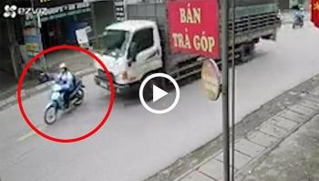 Sang đường thiếu quan sát, nữ sinh bị xe tải tông trực diện