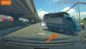 Xe tải liều lĩnh đi ngược chiều trên đường phố Hà Nội khiến dân mạng bức xúc