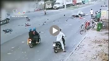Phóng nhanh gây tai nạn, nam thanh niên khiến 7 người trên 5 xe máy ngã ra đường