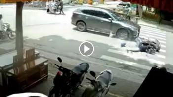 Bị ô tô đâm trực diện, người đàn ông đi xe máy văng xa cả chục mét