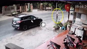 Truy tìm xe ô tô tông người phụ nữ đi bộ rồi bỏ chạy