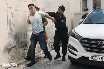 Hà Nội: Người đàn ông quay xe bỏ chạy, lăng mạ tổ công tác ở vùng đỏ
