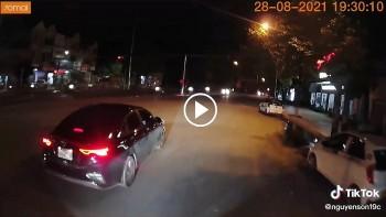 Dân mạng 'nóng mắt' khi tài xế KIA Cerato lái ẩu còn cà khịa xe tải