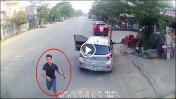 Xe tải vượt ẩu bị 2 thanh niên chặn đầu đập vỡ kính 'trả đũa'