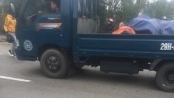 Hà Nội: Nam thanh niên chở bạn gái vượt đèn đỏ, tông thẳng vào CSGT