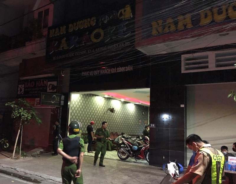 tin phap luat 24h nong nhat hom nay 163 truy tim ke do trom nhieu thung phuy nghi chua chat ban doc hai xuong song hong