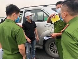 Xe khách bị cấm do dịch Covid-19, lấy xe công ty chở sinh viên về quê để kiếm tiền
