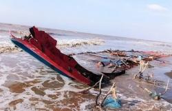Cứu 3 thuyền viên quốc tịch Indonesia trôi dạt vào vùng biển Sóc Trăng