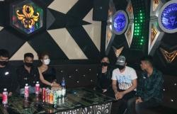 karaoke vu truong mo lai the nao sau khi thu tuong cho phep